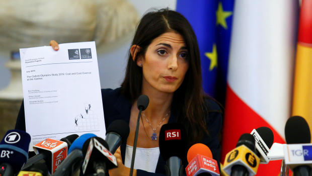 Rome's new mayor Virginia Raggi holds a document during a news conference in Rome Italy, September 21, 2016. REUTERS/Remo Casilli     TPX IMAGES OF THE DAY