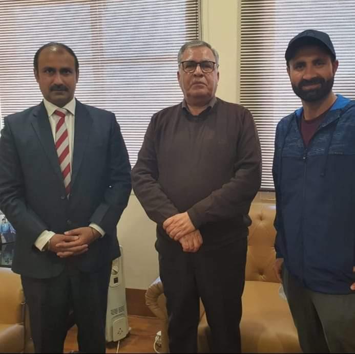 Ranjeet Kalra, Parvez Rasool call on Advisor Farooq Khan