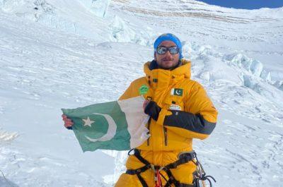 Shehroze Kashif becomes youngest Pakistani to scale Mount Everest