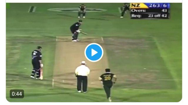 Ravi Ashwin in awe of Wasim Akram's reverse swing , says 'Hello White ball, where are you'. Pic/Screengrab