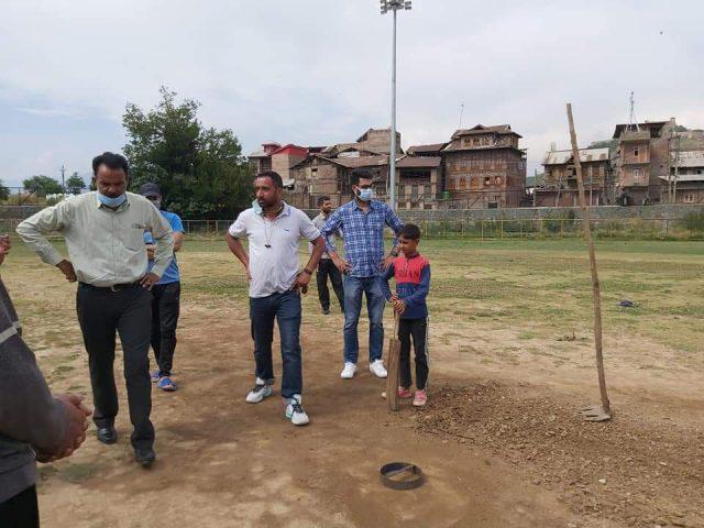 Qayoom Bagaw visits Gani Memorial stadium, inspects turf. Pic/KSW