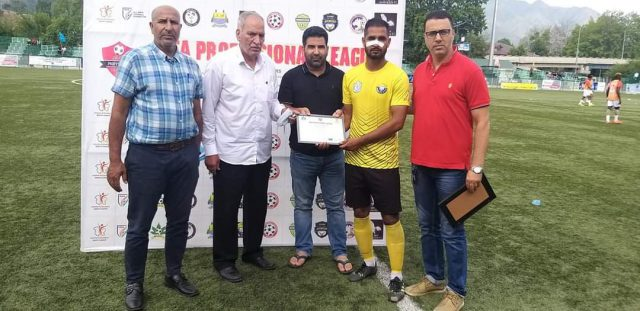 Downtown Heroes FC owner Mushtaq Bashir giving away prizes during, JKFA Professional League match between Real Kashmir FC, Lone Star plays 1-1 draw. Pic/KSW