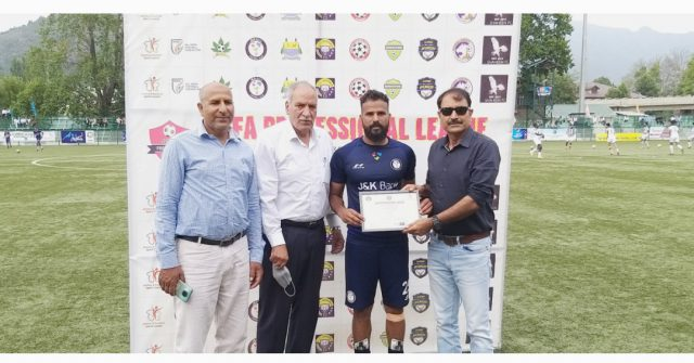 Pro League: J&K Bank FC prevail over Downtown Heroes FC. Pic/KSW