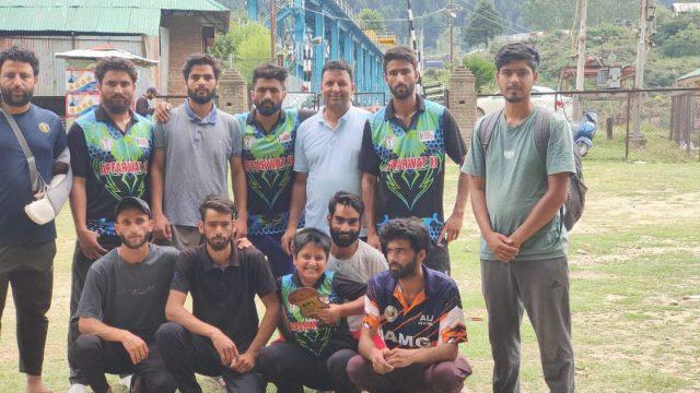 Barrage Premier League Gantamulla: Rayees excels in Affarwat-XI's thrilling 2 wicket win against Deeni-XI. Pic/KSW