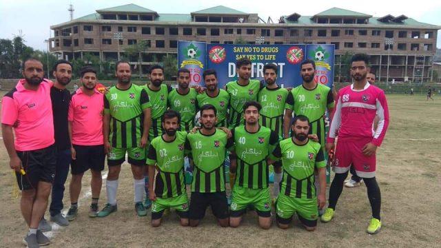 Dialgam FC beat YMFC in Anantnag champions knockout tourney. Pic/KSW