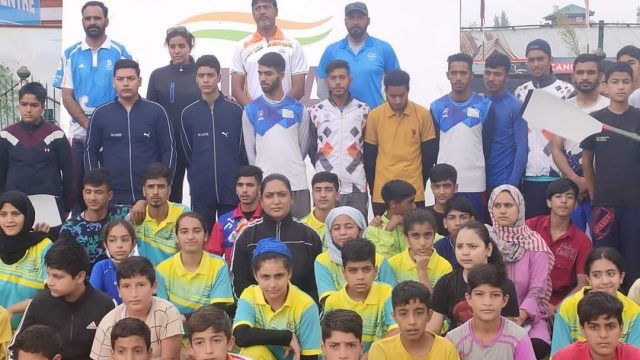 Top Indian Rowing experts interact with Kashmir players. Pic/KSW