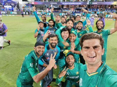T20 World Cup: Pakistan leave it late to beat New Zealand